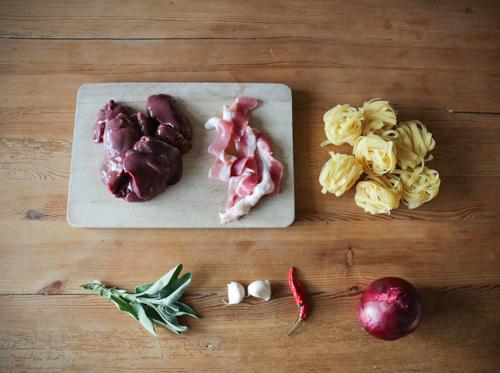 Tagliatelle mit Leber, Speck, Salbei & Chili